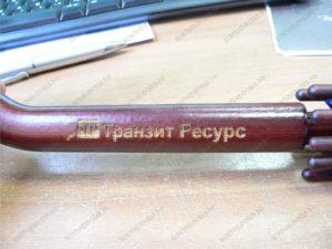 Гравировка на деревянной ручке зонта